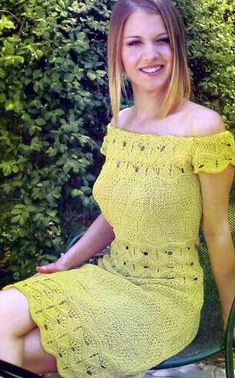Платье с ажурными узорами спицами